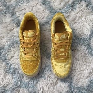 Air Force 1 LV8 'mineral gold'